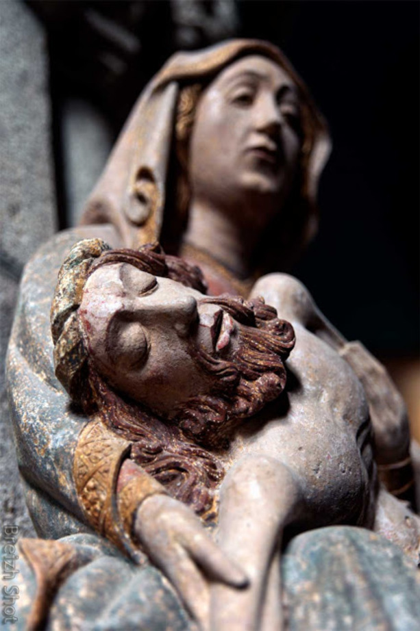 Saint-Herbot :  La magnifique expression de la piéta