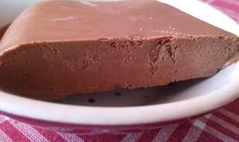 Crème ou glace onctueuse au chocolat vegan