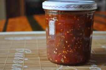 Confiture des tomates rouges et vertes