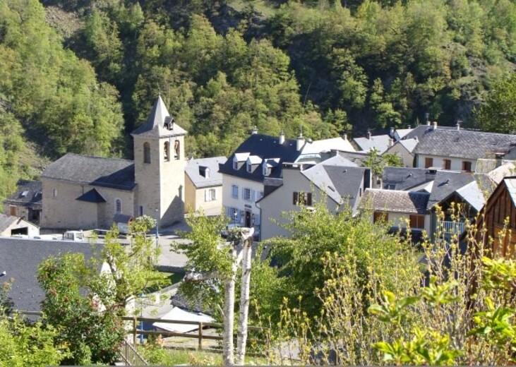 Viella_-Hautes-Pyrenees-_Eglise.JPG