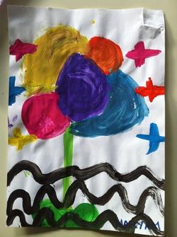 Peinture d'une fleur en respectant le modèle.