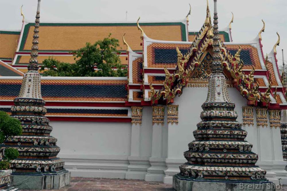 Bangkok - Les toitures en tuiles vernissées du Wat Pho