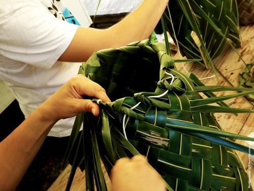 Atelier de tressage de palmes de cocotiers