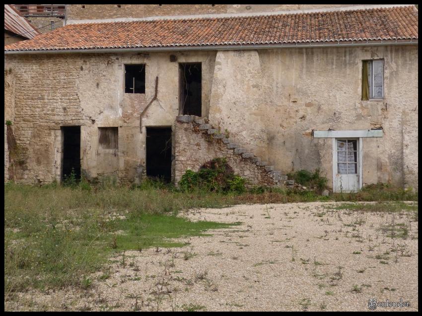 Airvault : Vienne (86) série 1