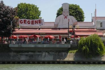 A Joinville Le Pont, ( chez Gégène )