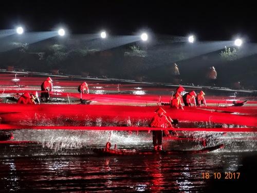 Yangshuo ; spectacle sur l'eau; suite;