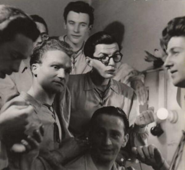 Dans les loges 1945