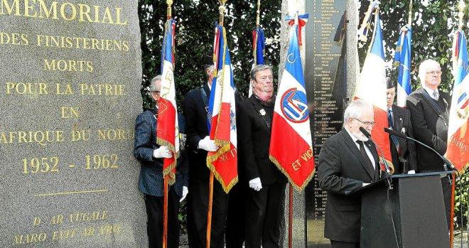Bretagne - Finistère 19-Mars  3.500 personnes rassemblées au Mémorial de Pleyben