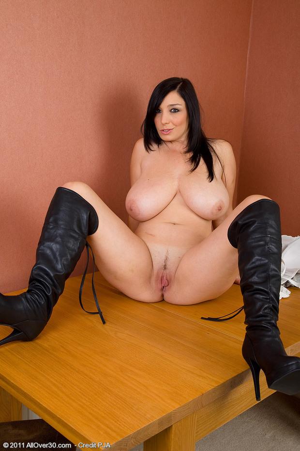 BigBoobs - Michelle Bond - 1 -