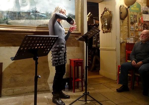 Théâtre au cabinet des Z uns possible : les monologues ébourriffants de Chloée Deborde et le saxo de Jean-Michel Beaudoin