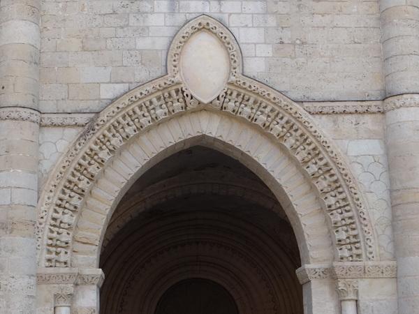 Eglise St Pierre à AIRVAULT - Deux Sèvres -