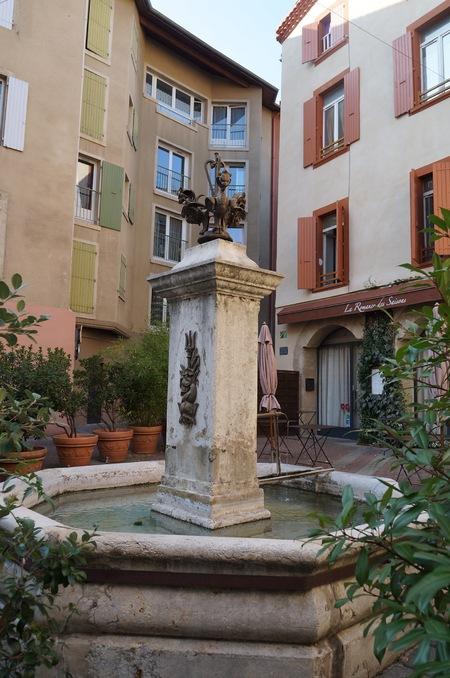 Fontaine place du Puits du Cheval à Romans