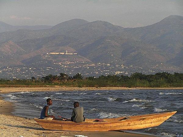 800px-Burundi_-_Lake_Tanganyika_fisheries.jpg