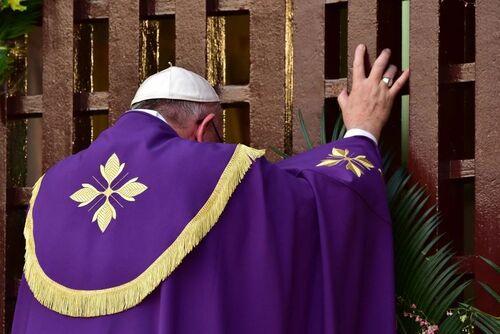 Le pape François a ouvert la Porte Sainte de la cathédrale de Bangui - R/V