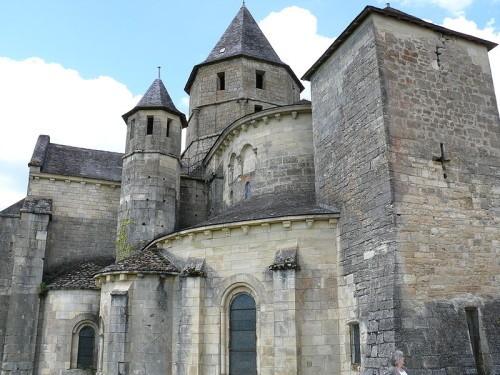 800px-Saint-Robert - Eglise -1