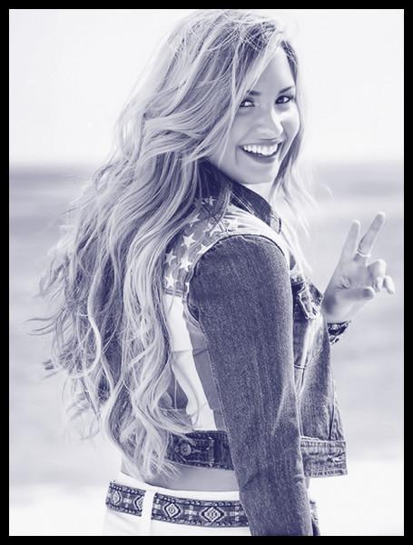 Demi Lovato : duo de couleurs + cadre