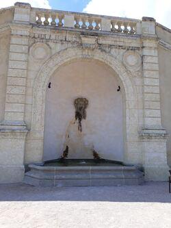 Une des fontaines sur le grand escalier