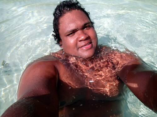 Petit bain dans le lagon à Bora Bora