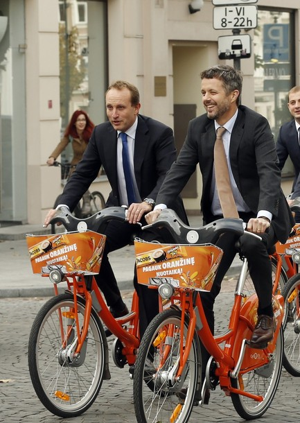 Frederik fait du vélo