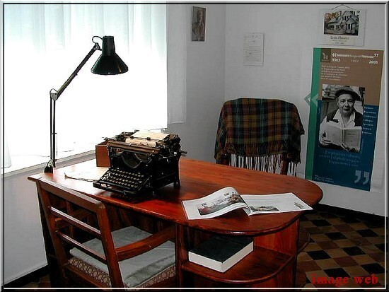 MARGUERITE YOURCENAR - PHOTOS (18)-LE BUREAU