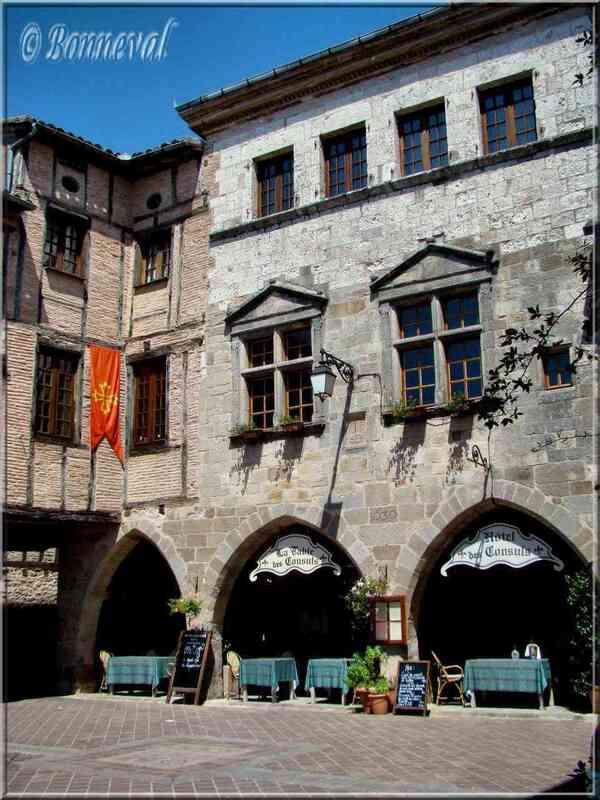 Bastide de Castelnau de Montmiral Tarn Place des Arcades