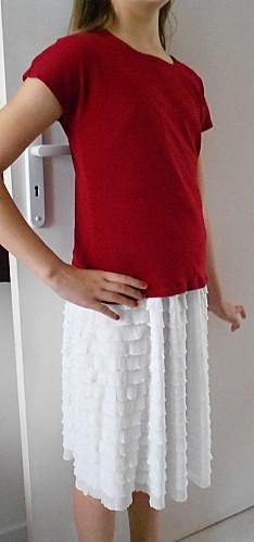 t-shirt-rouge-jupette-blanche-1.JPG