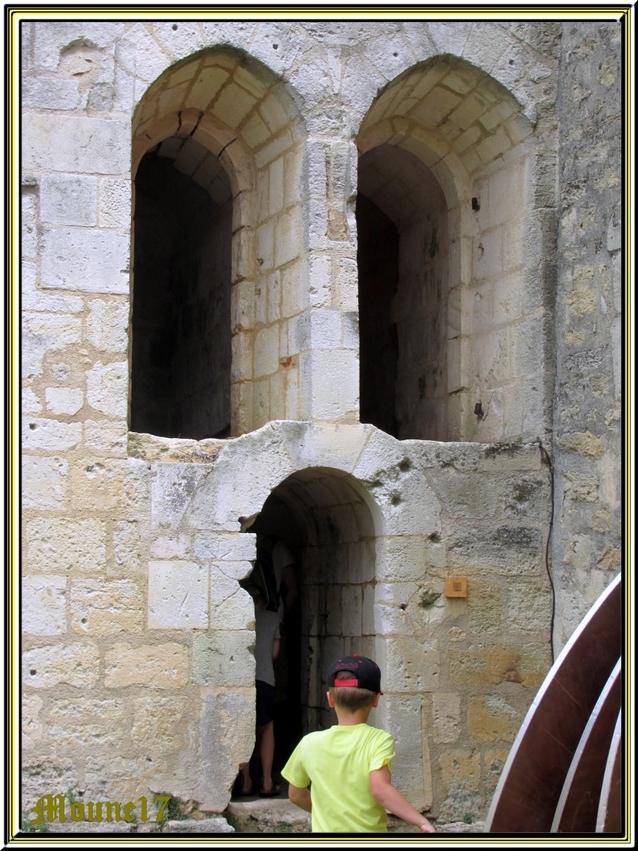 Château de St Jean d'Angle en charente maritime (1ere partie:l'extérieur)