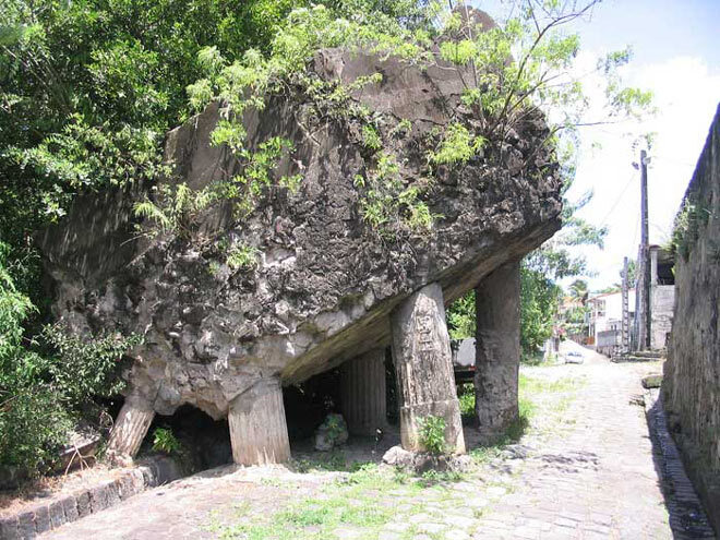 Ruines de l'eglise de Saint-Pierre
