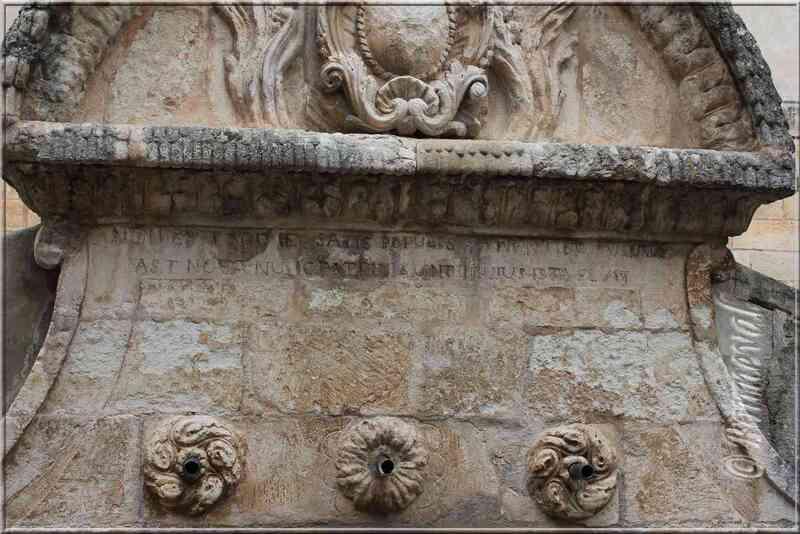 Fontaine du Matheron détail Saint-Saturnin-lès-Apt Vaucluse