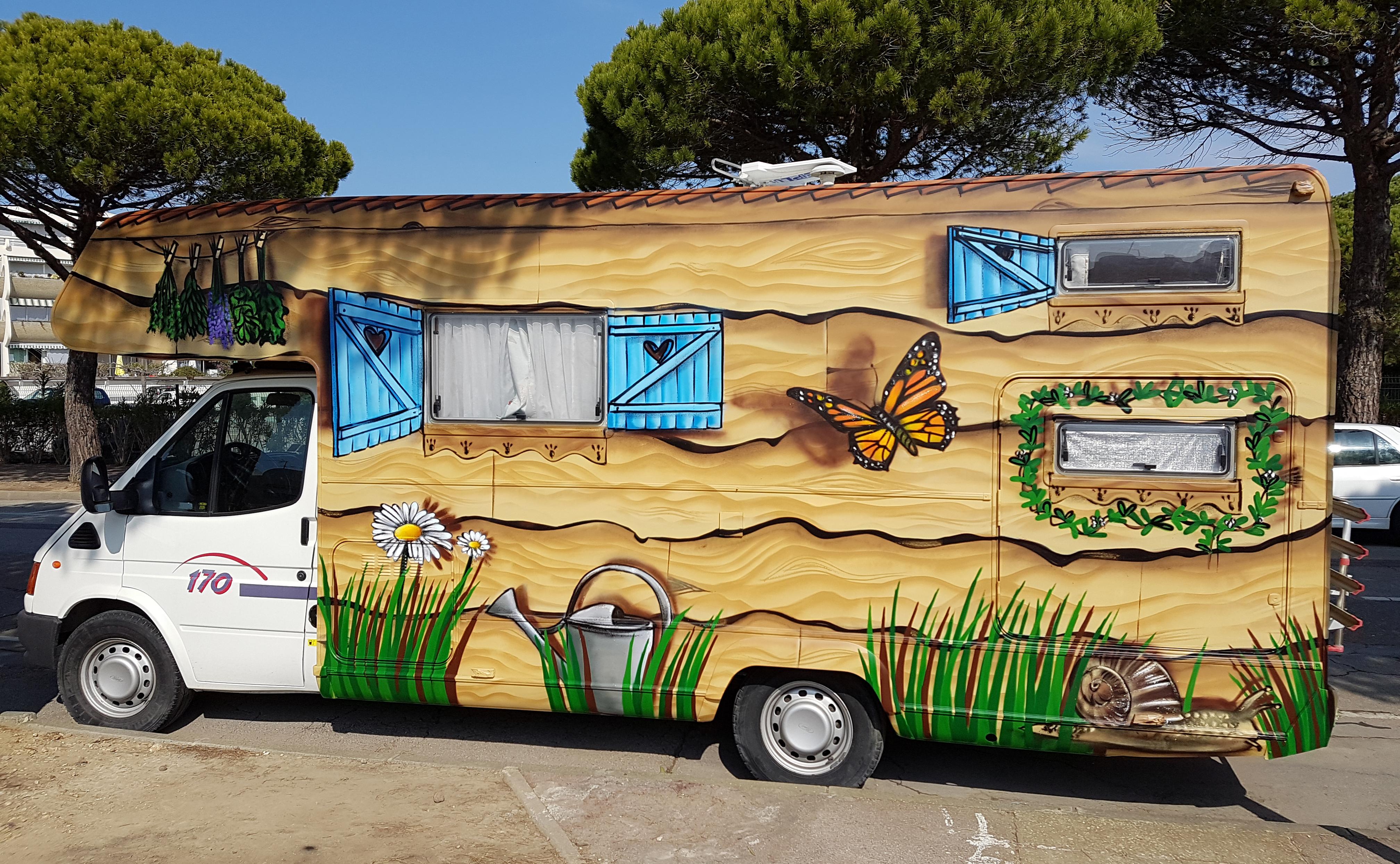 le camping car mylene d coration sur la cellule d 39 un. Black Bedroom Furniture Sets. Home Design Ideas
