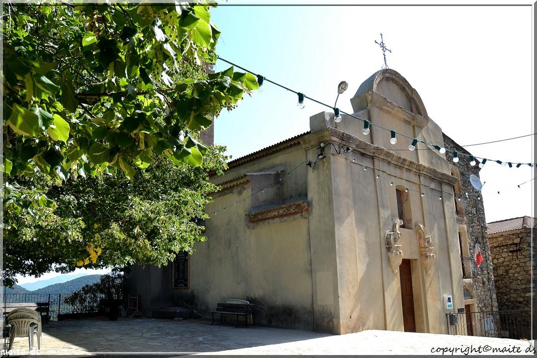 Popolasca (2) - L'église Saint-Dominique et la mairie.