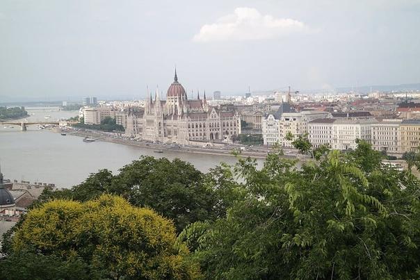 Budapest ; Victoria lynn