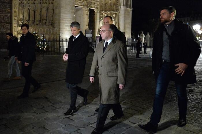 Béziers : Ménard s'attaque aux musulmans qui protègent une messe de Noël