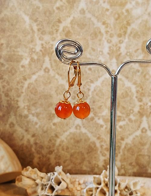 Boucles dormeuses Pierre orange de cornaline 8 mm / laiton doré - Orange carnelian earrings
