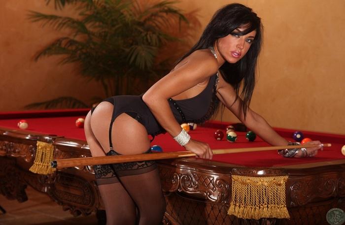 Kelly… la joueuse de billard…