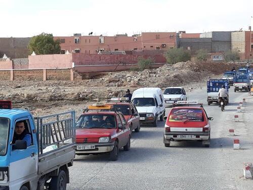 Sur la route du souk à Guelmim