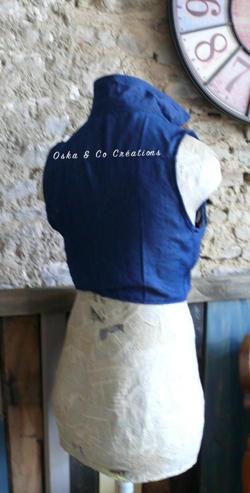 Transformer chemise homme en chemisier femme à pans noués