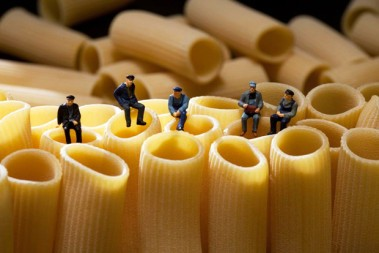 miniature-people-playing-with-food-by-christopher-boffoli-1