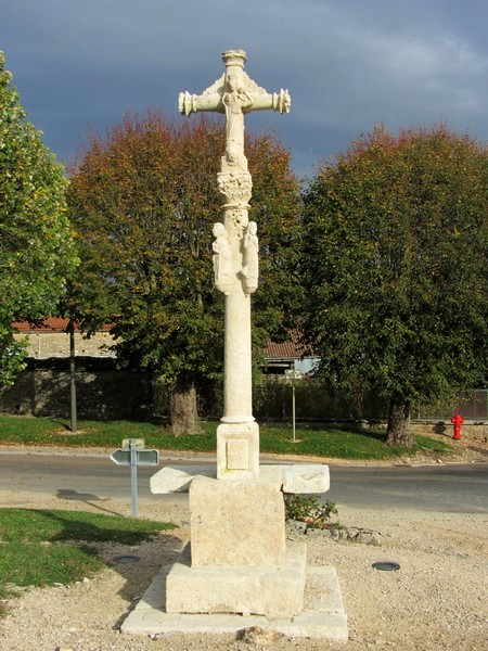 La croix de Puits a été nettoyée !...