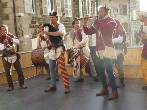 Musiciens et théatreux en mode Renaissance!