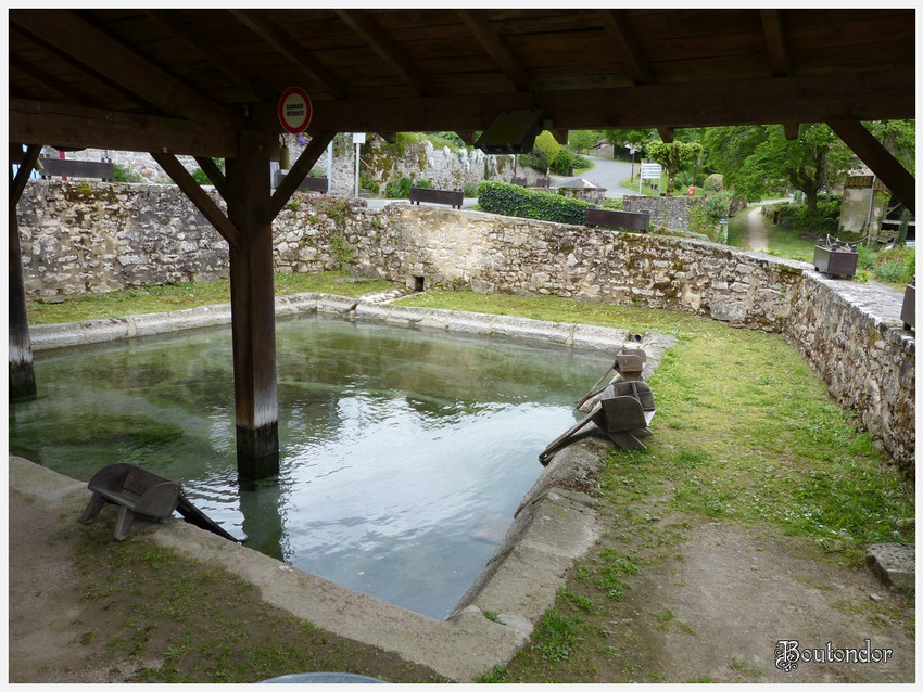 Montrol-Sénard -Le lavoir-(87 haute-vienne) Suite
