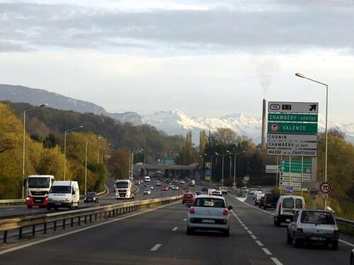 Vers Chambéry..la neige sur la chaine