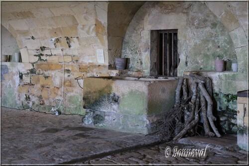 Chateau de Biron Périgord Noir Dordogne puits dans la Grande Cuisine
