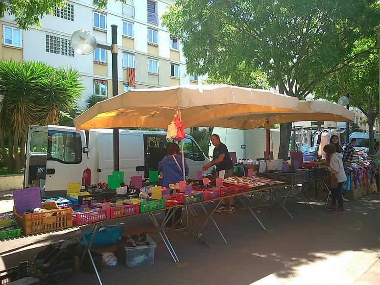 MARSEILLE-Mamiekéké va au Marché Bd Michelet (2)