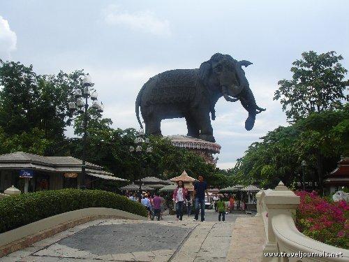86976-giant-elephant-statue-samut-prakarn-thailand-copie-1.jpg