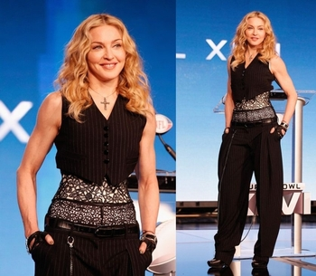 12-02-02-madonna-superbowl-press-conference-08