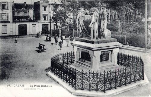 Statues 3