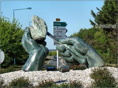 Rond-point L'Eguille-sur-Seudre Charente-Maritime Les mains et l'huître Jean-Luc Plé