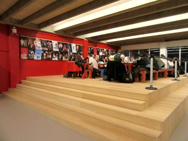 """La Compagnie des Gens a fait découvrir aux lycéens de Désiré Nisard,  à l'Espace des Arts de Chalon sur Saône, une éblouissante pièce de théâtre """"...."""