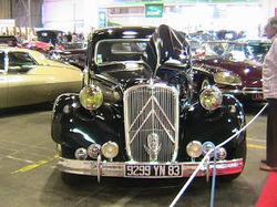 Anciennes voitures a la base nature de Fréjus (Var)